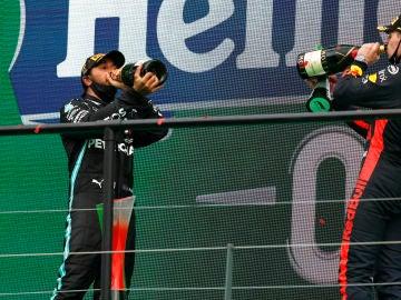 Hamilton y Verstappen en el podio del GP de Portugal