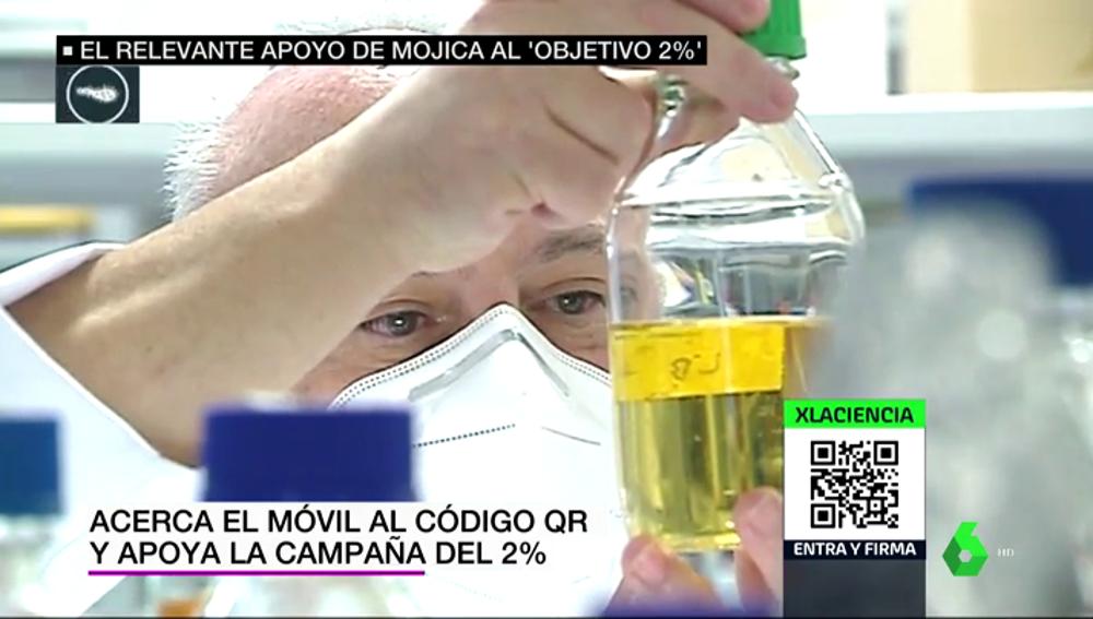 Francisco Mojica, en su laboratorio, desde donde apoya que se invierta más en ciencia