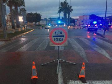 Control de la Policía Local de Petrer durante el cierre perimetral de su localidad y Elda.