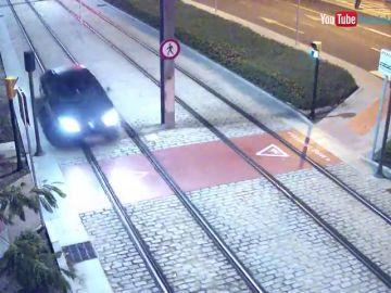 Una mujer ebria conduce un kilómetro por las vías del metro de Málaga
