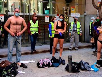 Sanitarios de Madrid protestan contra los traslados al Zendal
