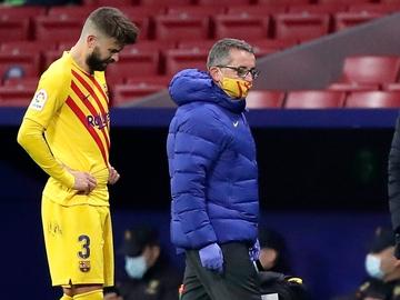 Gerard Piqué se retira lesionado ante el Atlético