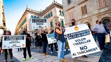 Trabajadores de la Federación Intercomarcal de Hostelería, Restauración y Turismo de Cataluña en una concentración