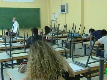 """Más de 1.000 profesores serán despedidos en Madrid en diciembre: """"La excusa que nos dicen es que no hay recursos"""""""