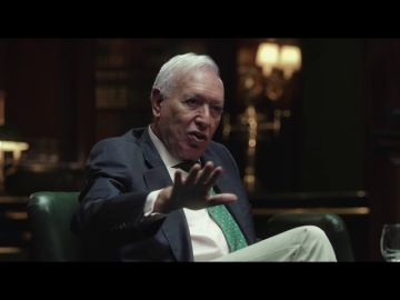 """Así defiende Margallo la """"emocionante pasión"""" del rey Juan Carlos por España"""