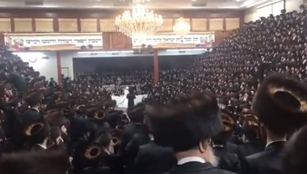 Miles de miembros de la comunidad judía celebran una boda multitudinaria en plena pandemia