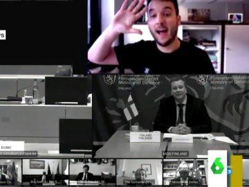 El momento en el que un periodista se cuela en una videoconferencia secreta de Defensa de la UE