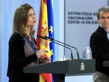 El director del Centro de Coordinación de Alertas y Emergencias Sanitarias (CCAES), Fernando Simón, y la directora de la Agencia Española del Medicamento, María Jesús Lamas.
