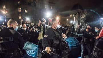 Agentes franceses durante el polémico desalojo en París