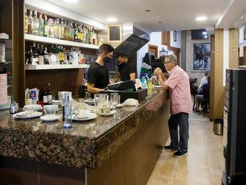 El Govern aplaza el registro de clientes en bares y restaurantes para hacerlo a través de código QR