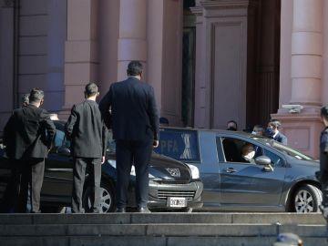 El cortejo fúnebre de Diego Armando Maradona ha salido de la Casa Rosada hacia el cementerio Jardín Bella Vista, en Buenos Aires