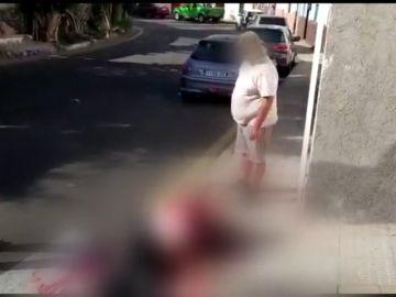 """Acuchilla en el cuello a tía en plena calle y la deja tirada ante los vecinos: """"Ya estás muerta, no hay quién te salve"""""""