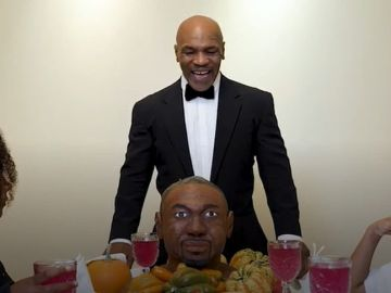 Mike Tyson se 'come' a oreja de Roy Jones
