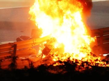 El coche de Grosjean, en llamas