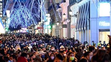 Vista general de la calle Preciados de Madrid el domingo por la tarde
