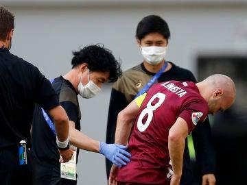 Andres Iniesta se lesiona en el partido frente al Shanghai SIPG