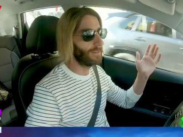 La divertida cámara oculta de Dani Rovira en la que habla de las virtudes de conducir un coche eléctrico