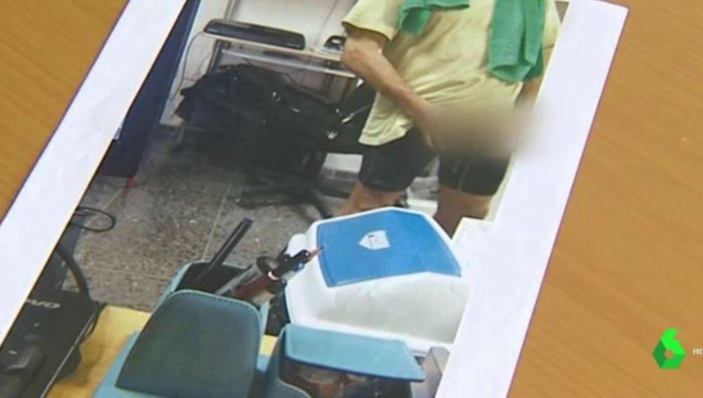 La foto que la víctima sacó de su agresor mientras se masturbaba frente a ella