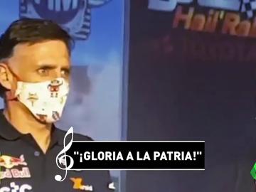 La organización del Baha Hail pone el himno franquista en el podio de la victoria de Carlos Sainz
