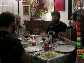 Simulación de una cena de Navidad