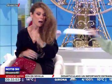 El tremendo susto de Angie Cárdenas en el plató de Aruser@s ¿con una serpiente?