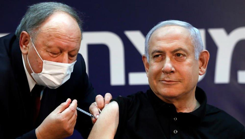 El primer ministro Netanyahu,  primer israelí en vacunarse contra el coronavirus