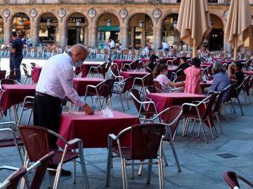 Mesas y sillas de bares y restaurantes tras la llegada del coronavirus