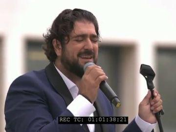 Antonio Orozco se sube al tejado del Hospital Comarcal de Melilla para cantar en honor a los sanitarios