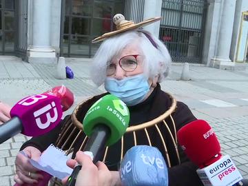 """Manoli, la mujer bombo, gana un quinto premio de Lotería de Navidad pero no se conforma: """"¡Qué alegría! ¡Pero espero El Gordo!"""""""