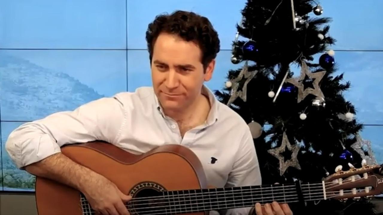 Teodoro García Egea, a la guitarra