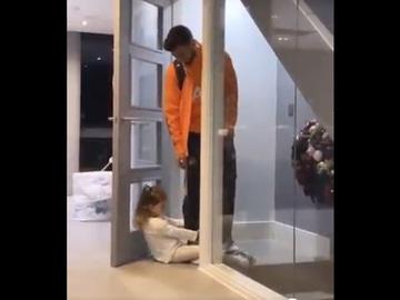 La hija de Bruno Fernandes le suplica para que no se marche