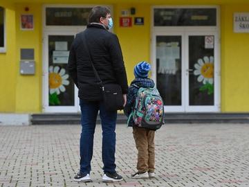 Calendario escolar y laboral de 2021, por comunidades: estos son los días festivos de tus hijos