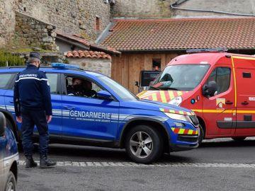 Un hombre mata a tres policías en Francia que protegían a su pareja