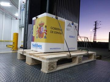 Imagen de las primeras dosis de la vacuna contra la COVID-19 llegadas a España