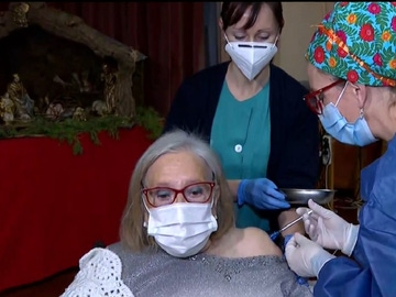 Bernardina, la primera en vacunarse en País Vasco