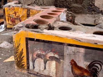 Los restos del primer 'restaurante de comida rápida' de Pompeya hallado intacto