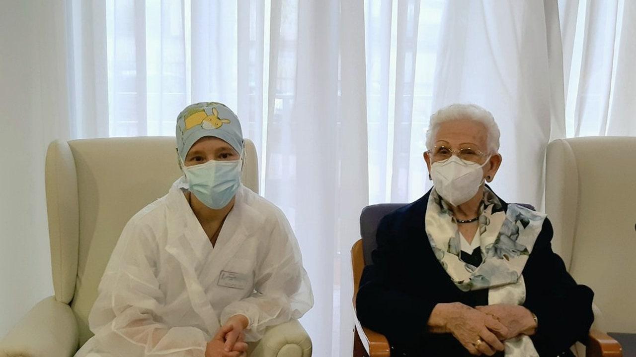 Araceli Hidalgo y Mónica Tapias, primeras vacunadas contra el coronavirus en España
