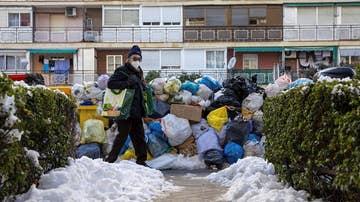 Basura acumulada en una de las calles de Madrid.