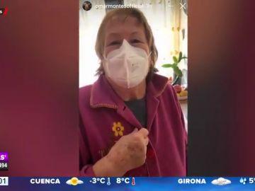 """La divertida reacción de la abuela de Omar Montes al ver uno de sus reportajes: """"Sales un poco atocinado"""""""
