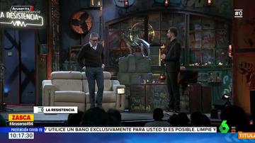"""El 'dardo' de Broncano a Miguel Bosé con Boris Izaguirre: """"Los zapatos te los recomienda, pero la vacuna no"""""""