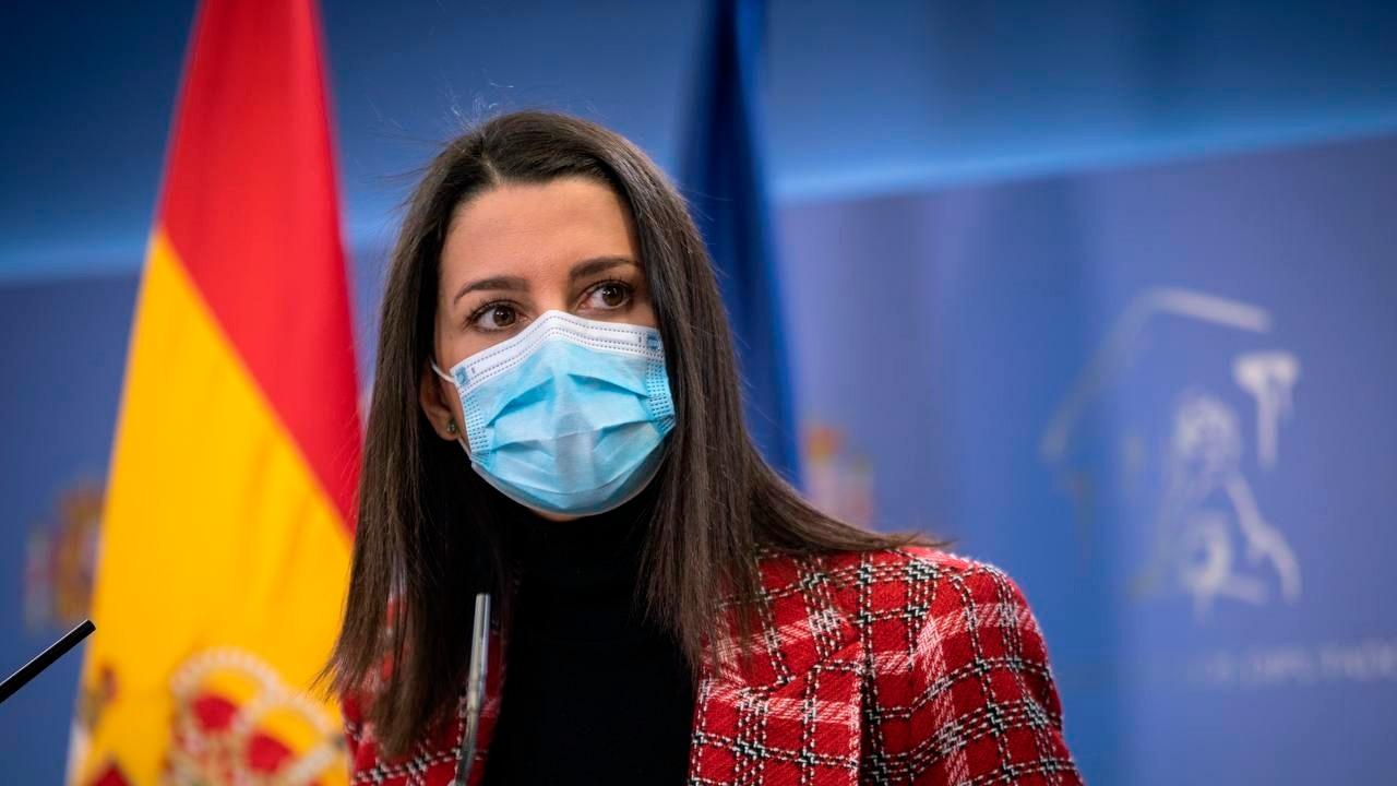 """La presidenta de Ciudadanos, Inés Arrimadas, ha ofrecido una rueda de prensa en la que ha presentado al Gobierno su idea de """"confinamiento inteligente"""". En La Brújula nos lo explica con mas detalle"""