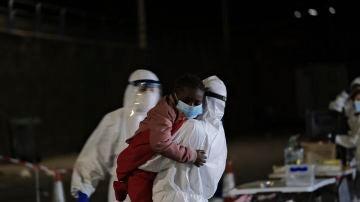 La embarcación de Salvamento Marítimo Guardamar Talía rescata al sur de Gran Canaria una patera con 34 migrantes a bordo