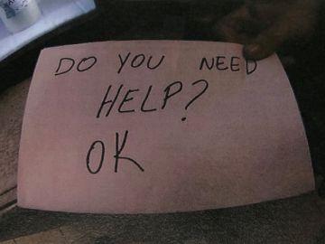 La nota de una camarera a un niño que sufría abusos por parte de sus padres