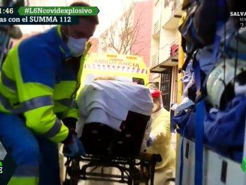 12 horas con el SUMMA 112: la difícil labor de los sanitarios en plena pandemia para atender todas las urgencias