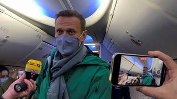 Alexei Navalni, fotografiado a su salida de Berlín rumbo a Moscú