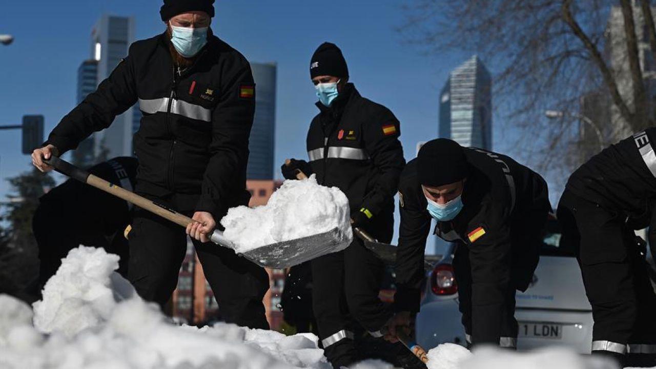 La UME deja de actuar en Madrid tras rebajar el Gobierno de Ayuso el nivel de alerta por el temporal