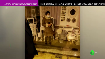 """Una anciana de 87 años se queda encerrada tras el cierre de un bazar en Torrelavega: """"No se dieron cuenta de que estaba dentro"""""""