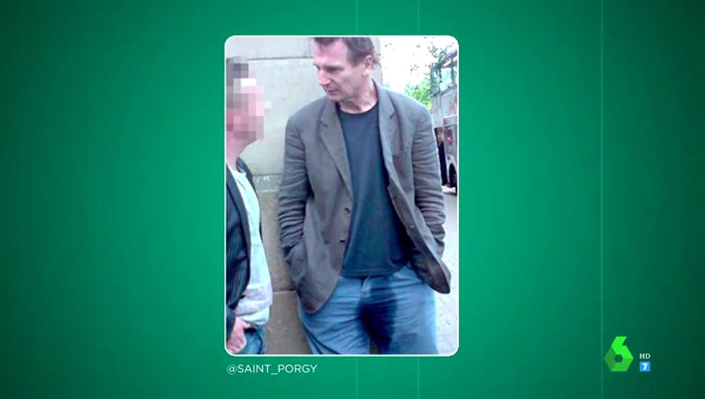¿Se hace pis Liam Neeson encima? Estas son las impactantes fotos del actor que arrasan en las redes sociales