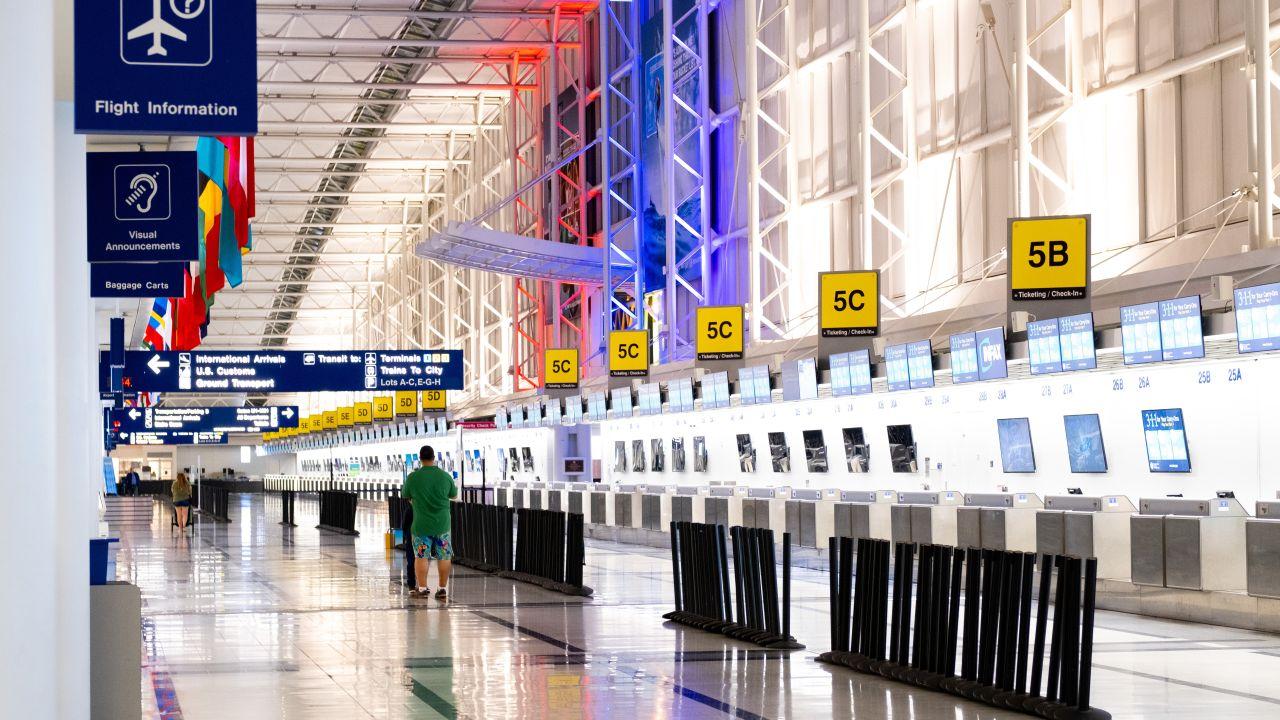 Un hombre pasa tres meses escondido en un aeropuerto por miedo al coronavirus