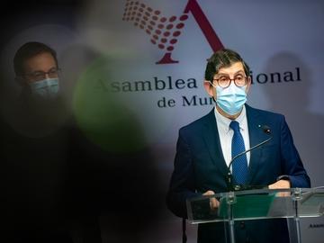 Escándalo de la vacunación en Murcia: casi 1.000 sanitarios y residentes no han recibido la inyección